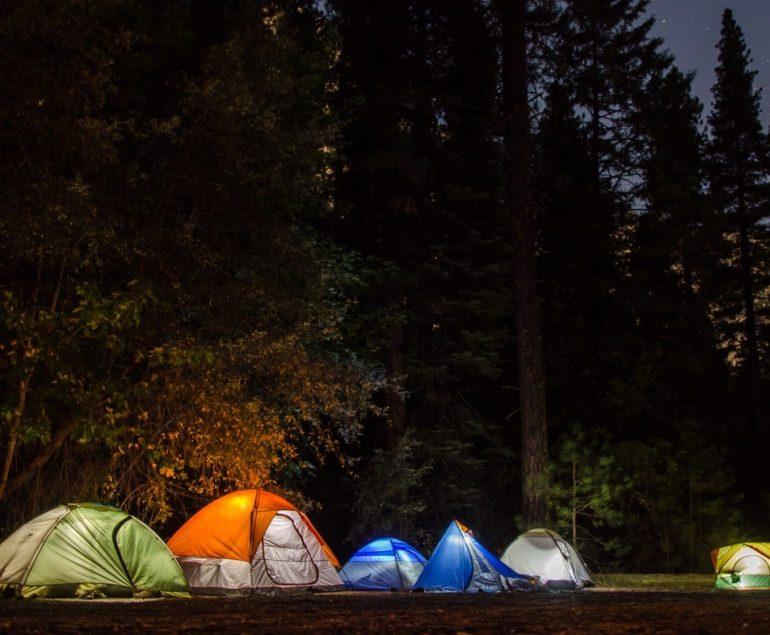 les batteries solaires en camping