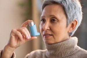 femme souffrant d'asthme